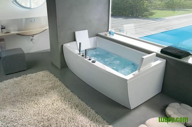 angular-bathtub-with-head-rest-665x440