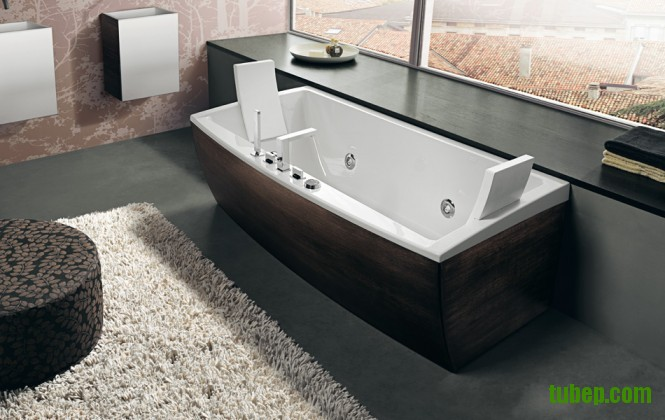 dark-timber-finish-bathtub-665x420