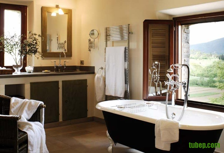 reschio-count-benedikt-bolza-renovated-italian-italy-estate-bathroom-bath-b