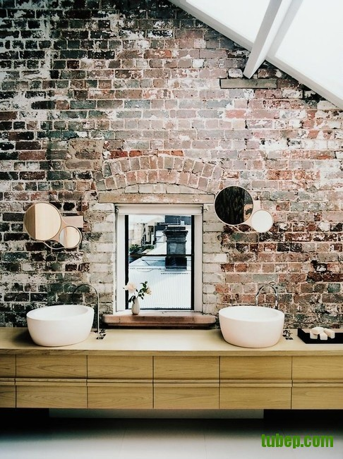 stylish-bathrooms-with-brick-walls-and-ceilings-3