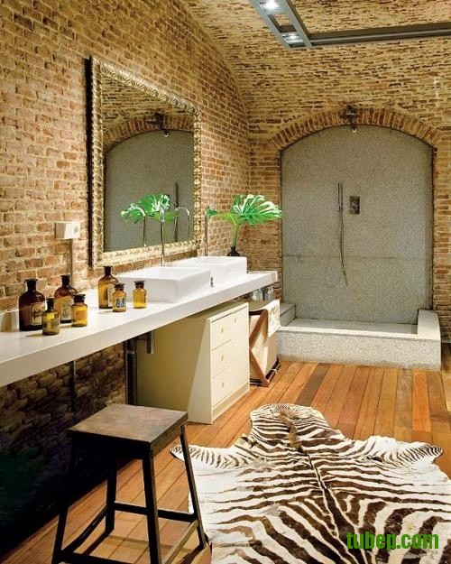 stylish-bathrooms-with-brick-walls-and-ceilings-7