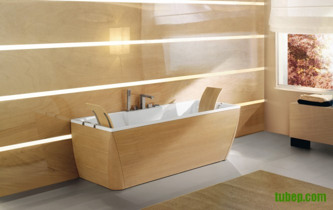 timber-finish-bathtub-and-bathroom-665x420