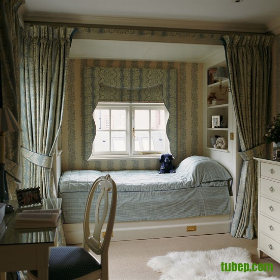 Classic-blue-and-cream-childs-bedroom-with-floor-to-ceiling-curtains-Homes--Gardens-Housetohome-9851c