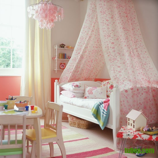 Classic-cream-and-pink-childs-bedroom-with-floral-bed-canopy-Homes--Gardens-Housetohome-9851c