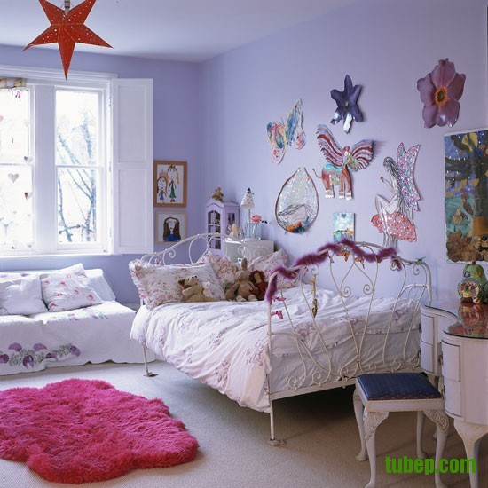Classic-pale-painted-childs-bedroom-with-decorative-artwork-Homes--Gardens-Housetohome-9851c