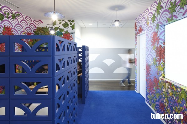 15-blue-cubicle-walls-colorful-workspace-600x400
