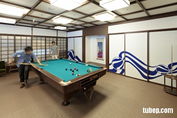 19-google-office-recreation-pool-table-600x400