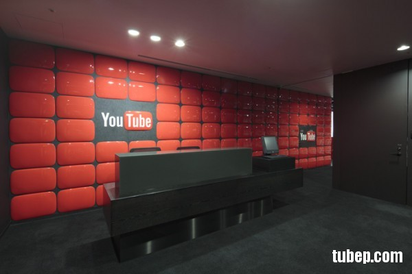30-Tokyo-Youtube-Reception-Red-wall-600x400