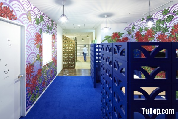 16-blue-cubicle-walls-flower-wallpaper-600x400