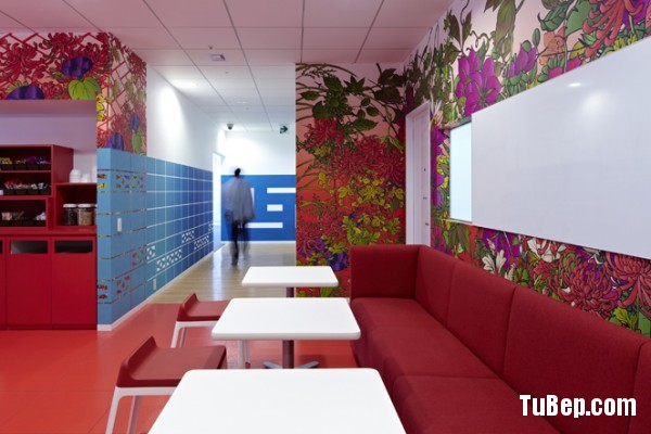17-red-modern-meeting-area-600x400