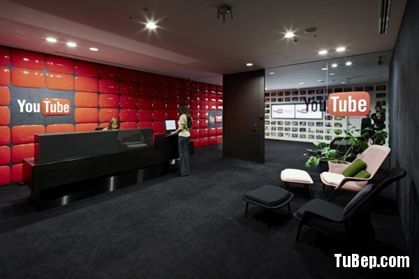 29-youtube-logo-wall-600x400