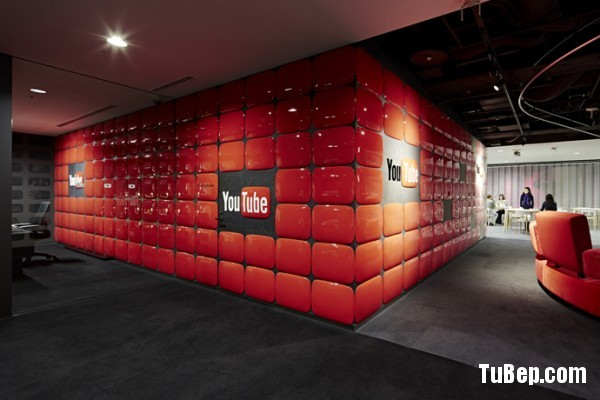 31-red-vinyl-wall-treatement-600x400