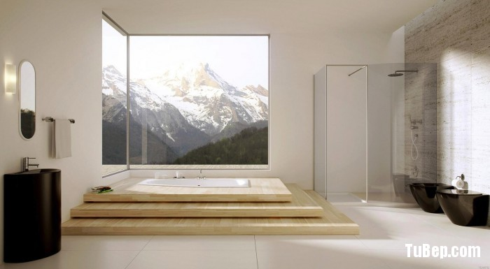 Modern-bathroom-with-large-windows-700x385