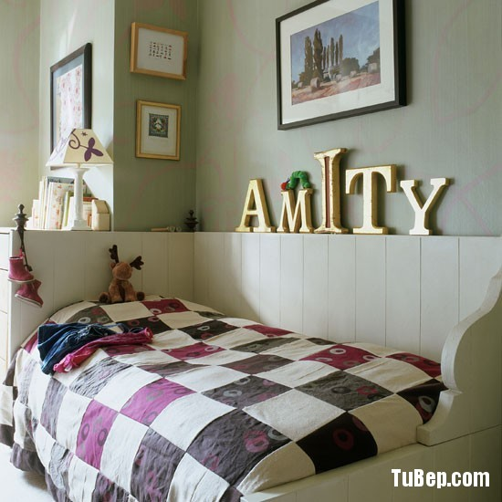 Classic-childs-bedroom-with-patchwork-quilt-and-oversized-go