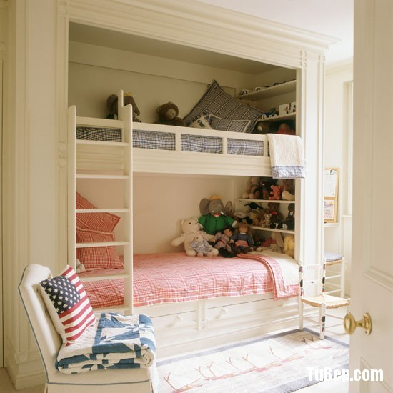 Classic-cream-painted-childs-bedroom-with-built-in-bunk-beds