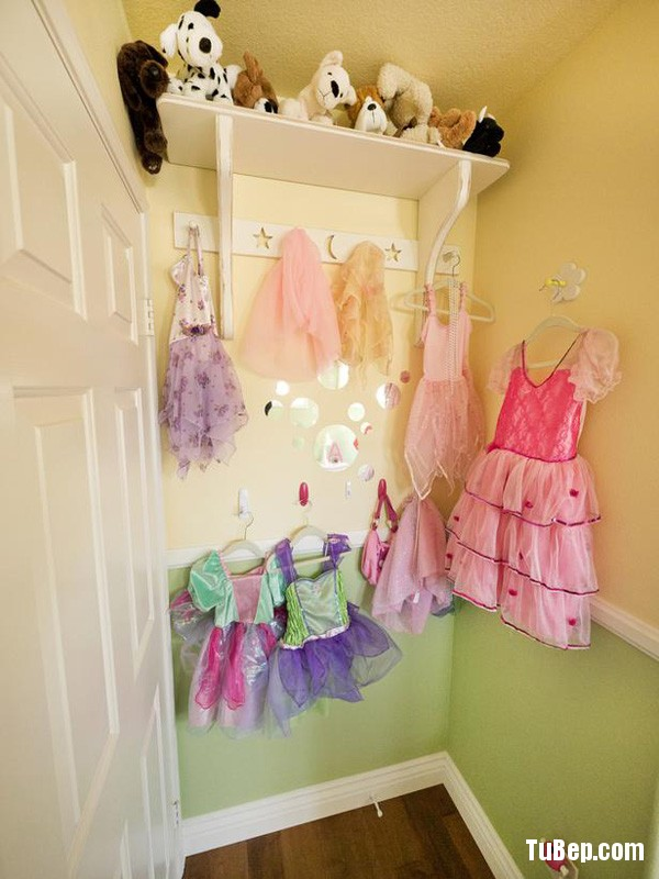 Mom really wanted to created a serene, yet inspirational space for her little girl, and this dress up nook would certainly jumpstart any 6 year-old's creativity