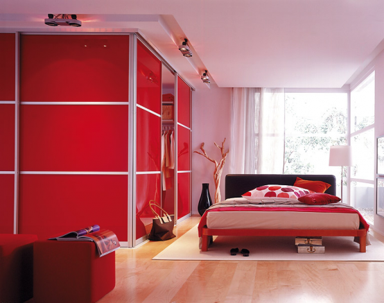 red-accents-in-bedrooms-24-554x437