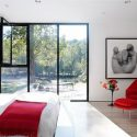 red-accents-in-bedrooms-30-554x361