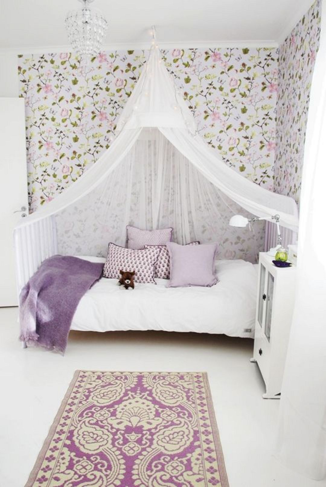 little-girls-room-canopy-bed-22-1533698612958644074703