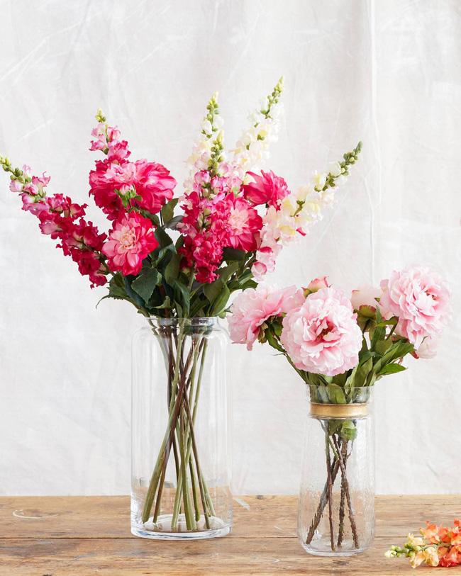 017-flr-1641045-snapdragon-flower-stems-lifestyle-90keepccropyesujlnpkvq70-designs-water-globe-vase-seen-1547630127375755154965